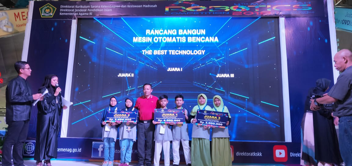 MIN 2 Kota Madiun Juara 3 Kategori  The Best Technology dalam  4th Madrasah Robotics Competition 2018