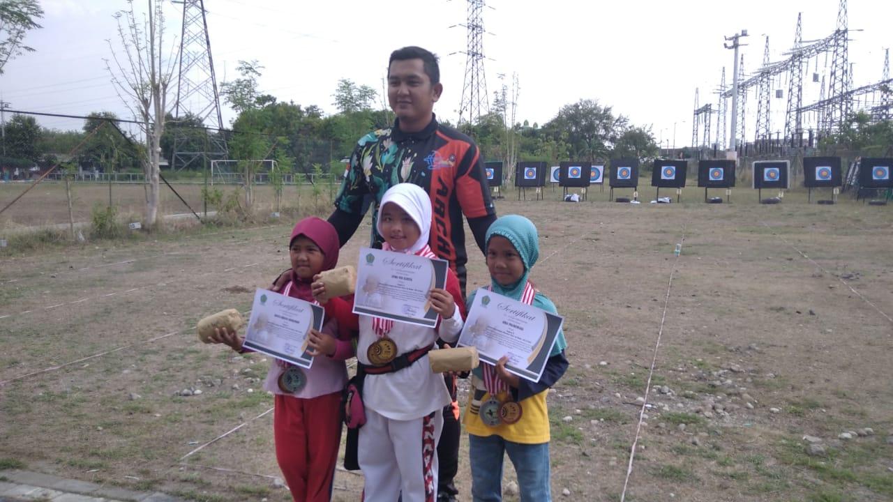 Ikuti Lomba Panahan, Siswi MIN 2 Kota Madiun Raih Dua Kejuaraan Sekaligus