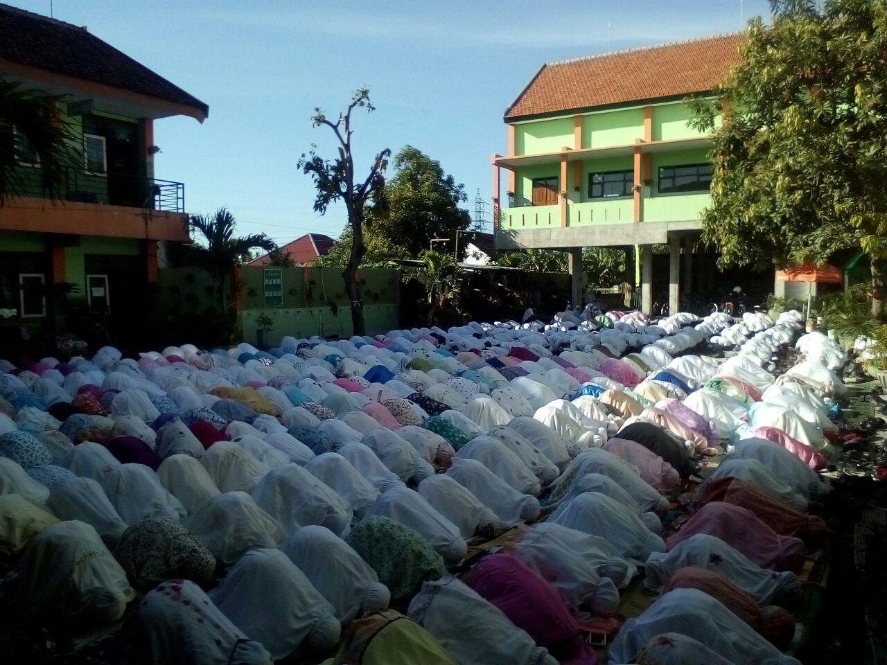 Sujud Syukur dalam Rangka Memperingati Milad ke-9 MIN 2 Kota Madiun