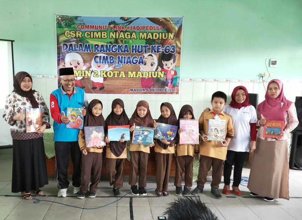 Program  Corporate Social Responsibility (CSR)  Bank CIMB Niaga Madiun Kepada MIN 2 Kota Madiun