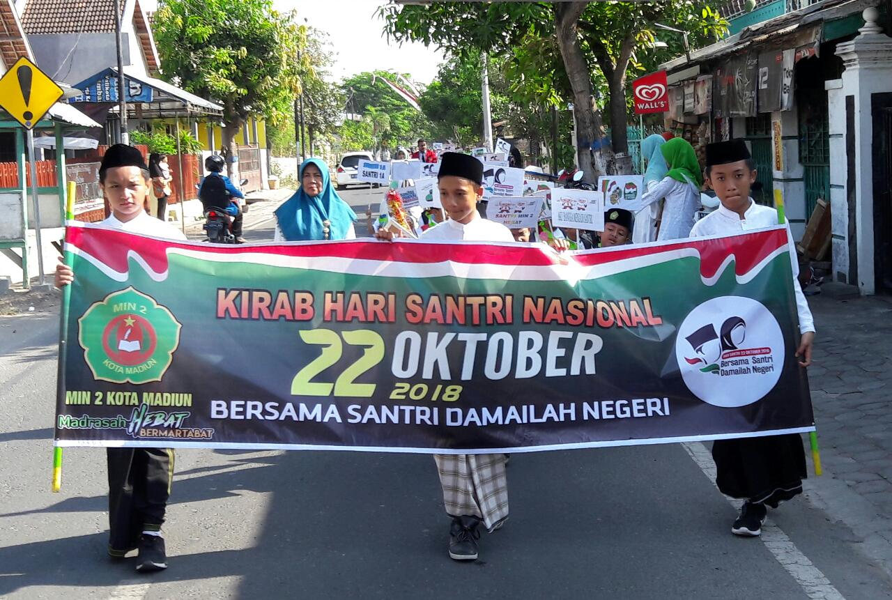 MIN 2 Kota Madiun  Mengadakan Kirab  Hari Santri Nasional Tahun 2018