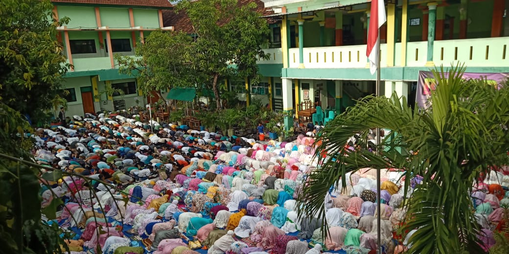 Sujud Syukur Keluarga Besar MIN 2 Kota Madiun