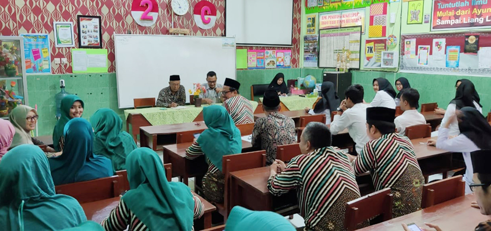 Serah Terima Mahasiswa Magang II di MIN 2 Kota Madiun