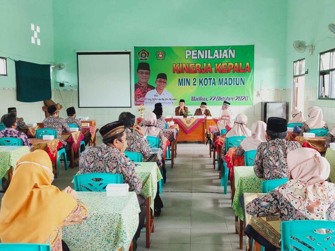 Visitasi Penilaian Kinerja Kepala Madrasah (PKKM) dari Kementerian Agama Kota Madiun ke MIN 2 Kota Madiun Berjalan Lancar